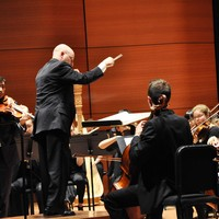 Jeffrey Milarsky conducts the Columbia University Orchestra